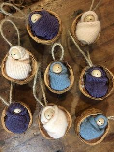 Walnut shell babies - wooden bead & felted jumper scraps in walnut halves - Nusschalen - amazing craft Christmas Ornament Crafts, Christmas Projects, Holiday Crafts, Christmas Decorations, Nativity Ornaments, Felt Decorations, Homemade Christmas, Simple Christmas, Felt Christmas