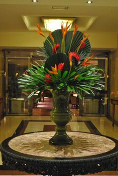 Love this tropical arrangement. Great for an entry décor arrangement for hotels and large homes.