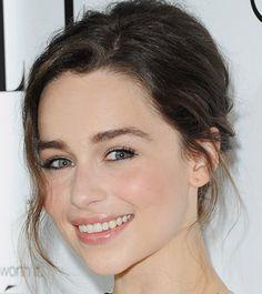 Sonrisa social de Emilia Clarke, de Juego de Tronos. http://www.analisisnoverbal.com/el-test-de-las-sonrisas/