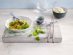 Lekkere Aziatische wok met asperges bereid met Alpro Kokosnoot Cuisine en Alpro soya Cuisine
