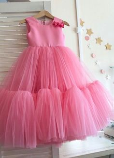Baby girl dresses gown 55 Ideas for 2019 Frocks For Girls, Kids Frocks, Dresses Kids Girl, Girls Party Dress, Little Girl Dresses, Cute Dresses, Dress Party, Kids Dress Wear, Kids Gown