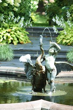 Fountain at Ladew Gardens in the beautiful countryside of Maryland near Monkton