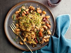 Loaded with white beans, Swiss chard, onion and garlic, our flavour-filled one-pan mushroom gratin is a perfect hearty side or vegetarian dinner. One Pan Meals, Quick Meals, Breakfast Recipes, Dinner Recipes, Dinner Menu, Vegetarian Recipes, Healthy Recipes, Protein Recipes, Bean Recipes