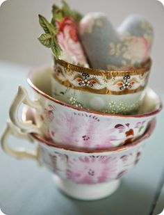 ♔ Tea cup display
