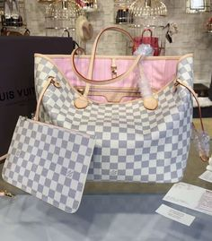 If you are looking for an iconic bag with new refinements, this Neverfull MM in Damier Azur canvas with pink lining is a much-have.  Find more Louis Vuitton bags at http://www.luxtime.su/louis-vuitton-handbags