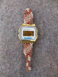 Reloj de macramé de hilo encerado. www.singularts.es