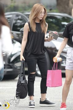Eunji simple boyish fashion