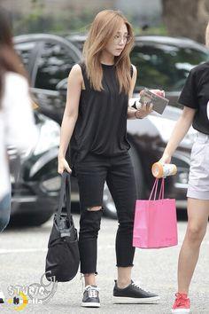 Eunji simple boyish fashion