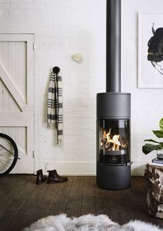 The Alcor wood burning fireplace is sleek, elegant and fuel efficient. With pano… – Freestanding fireplace wood burning Fireplace Logs, Modern Fireplace, Fireplace Design, Contemporary Fireplaces, Gas Fireplaces, Fireplace Ideas, Melbourne, Interior Design Trends, Greenhouse Interiors