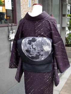 "kimononagoya: "" A moon obi on a purple Kimono with starlight. Maybe it isn't supposed to be starlight, but it gives the impression of one of those time-lapse photos of the night sky to me. Very romantic and a little dreamy. Japanese Outfits, Japanese Fashion, Asian Fashion, Ethnic Fashion, Traditional Kimono, Traditional Dresses, Japanese Textiles, Japanese Kimono, Furisode Kimono"