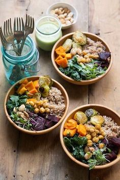 Super Food Bowl - I make a very similar one at Whole Foods for a quick delicious lunch. Think Food, Food For Thought, Smoothies Vegan, Clean Eating Recipes, Cooking Recipes, Cooking Tips, Healthy Snacks, Healthy Eating, Healthy Grains