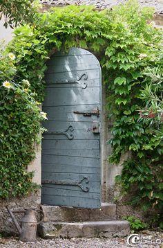 In Chateau de Christen - Provence (I want a door to my Secret Garden) Cool Doors, The Doors, Unique Doors, Windows And Doors, Arched Doors, Secret Garden Door, Garden Doors, Garden Gates, Garden Entrance