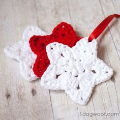 Free Crochet Star Patterns What's not to love about crochet stars! Today i'm sharing 5 of… Crochet Ornament Patterns, Crochet Ornaments, Christmas Crochet Patterns, Holiday Crochet, Crochet Gifts, Diy Ornaments, Crochet Stars, Crochet Snowflakes, Crochet Motif