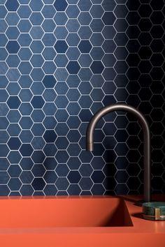 8 Ways to Flaunt a Mosaic Kitchen Backsplash Stone Mosaic Tile, Mosaic Backsplash, Kitchen Backsplash, Backsplash Ideas, Kitchen Mosaic Tiles, Wall Tiles For Kitchen, Metro Tiles Kitchen, Modern Kitchen Tiles, Kitchen Decor