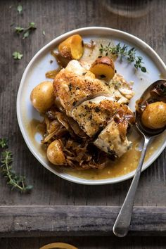 Skillet Roasted French Onion Chicken and Potatoes. - The Art of Enjoyment - Skillet Roasted French Onion Chicken and Potatoes. Skillet Roasted French Onion Chicken and Potatoes. Pan Frito, French Onion Chicken, Half Baked Harvest, Cooking Recipes, Healthy Recipes, Food Dishes, Chicken Recipes, Dinner Recipes, Good Food