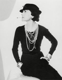 Read all Popular Coco Chanel Quotes here. All famous Coco Chanel Fashion and Beauty quotes are compiled here. Estilo Coco Chanel, Coco Chanel Mode, Chanel Nº 5, Perfume Chanel, Moda Chanel, Coco Chanel Fashion, Coco Chanel Quotes, Chanel Paris, Chanel Style