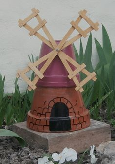 Small mill made with flower pots Trending Craft Ideas Using Paper Mache, Air Dry Clay, Colored Sand Flower Pot Art, Clay Flower Pots, Flower Pot Crafts, Flower Beds, Flower Pot People, Clay Pot People, Clay Pot Projects, Clay Pot Crafts, Garden Container