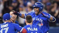 Jonrones de Encarnación y Bautista mantienen a Toronto en Playoffs