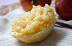 Dieses Rezept von der Apfelmarmelade sollten sie unbedingt probieren. Sie schmeckt besonders gut auf ein Butterbrot.