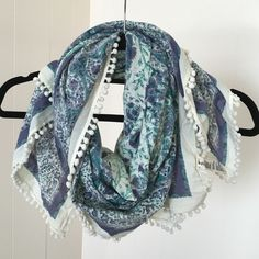 American Eagle Scarf American Eagle scarf! Pom-poms around the perimeter of the scarf. Shades of blue and white throughout. Can wrap around once, and fits right around your neck. Great condition! American Eagle Outfitters Accessories Scarves & Wraps