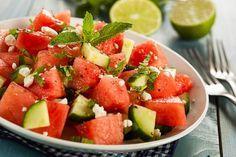 Das perfekte Rezept zum Abnehmen - Melonen - Salat mit Wassermelone, Gurke und Feta. www.ihr-wellness-magazin.de