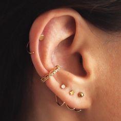 "1,153 Gostos, 27 Comentários - Adornmonde (@adornmonde) no Instagram: ""Who else is hooked? Big love for our Duke Gold earring set. ⭐️⭐️⭐️ #adornmonde #soadornable…"""