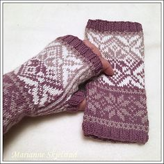 Ravelry: Designs by Marianne Skjelstad - babysocken sitricken Mittens Pattern, Knit Mittens, Mitten Gloves, Knitted Hats, Wrist Warmers, Hand Warmers, Knitting Stitches, Knitting Patterns, Norwegian Knitting