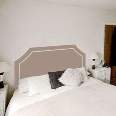 cabeceira de cama pintada com stencil - creme com linhas rectas