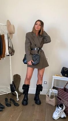 Casual Going Out Outfits, Loungewear Outfits, Layering Outfits, Winter Fashion Outfits, Cool Street Fashion, Classic Outfits, Feminine Style, Ootd, Casual Chic