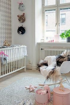 kinderzimmer design aufbewahrungskisten schaukelstuhl teppich