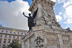 É um dos ícones da cidade de Lisboa mas a sua origem e significado intriga muita gente. Descubra o mistério do obelisco dos Restauradores.
