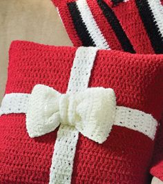 Present Crochet Pillow TLC Amore yarn lets you make this festive pillow a home . Present Crochet Pillow TLC Amore yarn lets you make this festive pillow a home decor gift from the hands and heart. Crochet Pillow Pattern, Bag Crochet, Crochet Cushions, Crochet Home, Crochet Gifts, Crochet Yarn, Free Crochet, Free Knitting, Crochet Blankets