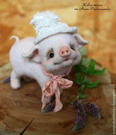 Игрушки животные, ручной работы. Ярмарка Мастеров - ручная работа. Купить Поросенок Нуф. Handmade. Кремовый, хрюшка, валяная игрушка Wool Needle Felting, Needle Felted Animals, Felt Animals, Cute Baby Animals, Animals And Pets, Felt Crafts Dolls, Felt Crafts Diy, Bear Crafts, Mini Pig