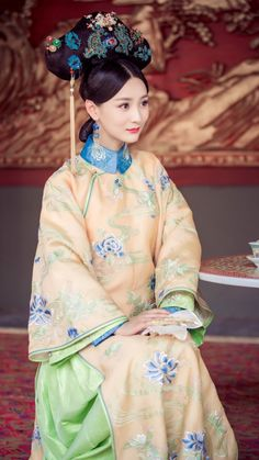 ☆Manchurian costumes worn during Qing dynasty in ancient China.