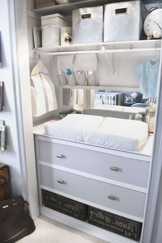 # 13.  Utilice armarios para muebles en dormitorios pequeños!  |  29 Sneaky Consejos para la Pequeña Espacio Habitable