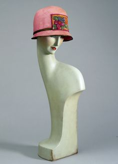 Mannequin head. unknown maker, 1925. Museum no. T.3-2002. © Victoria & Albert Museum, London