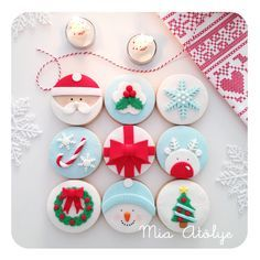 Christmas cookies Mini Christmas Cakes, Christmas Cupcake Toppers, Christmas Cake Decorations, Christmas Sugar Cookies, Christmas Mood, Christmas Sweets, Christmas Cooking, Noel Christmas, Christmas Goodies