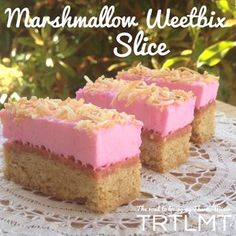 This Marshmallow Weetbix Slice brings back so many memories of childhood. My friends mum used to make this all the time for parties and get togethers.&