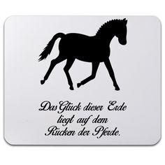 Mauspad Druck Dressurpferd aus Naturkautschuk  black - Das Original von Mr. & Mrs. Panda.  Ein wunderschönes Mouse Pad der Marke Mr. & Mrs. Panda. Alle Motive werden liebevoll gestaltet und in unserer Manufaktur in Norddeutschland per Hand auf die Mouse Pads aufgebracht.    Über unser Motiv Dressurpferd  Jedes Mädchen liebt Pferde und träumt von Ferien auf dem Reiterhof. Ponys und Pferde sind wundervolle Tiere.  Unser Dressurpferd ist nicht für professionelle Reiter oder Reiterstübchen…