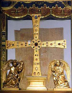 Cruz de los Ángeles --> http://www.arteguias.com