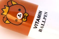 It extends from 6 cm in closed position to cm. This will look great in your pencil case, or put one in your purse to always have a pen at hand. A must for Kawaii lovers. Price is for one pen. Rilakkuma, Cute Pens, Ballpen, Kawaii, Stationery Items, More Cute, Cute Faces, Ink Color, Ballpoint Pen