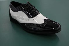 Mister Carlo beautifully designed black and white gangster spat shoes Patent Shoes, Free Shoes, Black Shoes, Oxford Shoes, Lace Up, Pairs, Black And White, Stylish, Boots