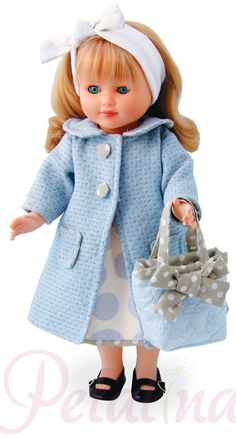 Marie Francoise dolls have such a pretty face. Here she is 'Shopping in Paris'