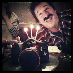 I wanted to share with you how to make a camera cake ! I made this cake for my friend Si's birthday. His lovely girlfriend Wendy d. Camera Cakes, Teacher Birthday Cake, Easy Cake Decorating, Wedding Wishes, Pound Cake, Cupcake Cakes, Cupcakes, Creative Food, No Bake Cake