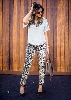 Thássia Naves Os 22 Melhores Looks das Blogueiras em Agosto - Oh, Lollas Looks trabalho. Look do dia: blogueiras, fashionistas e street style nas semanas de moda. #Lookdodia #ootd #Lookdujour #calça #animalprint