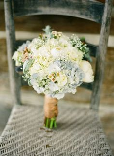 aww...only if i had blue or yellow as my wedding color. this is the perfect combination of lush and dainty girly flowers!