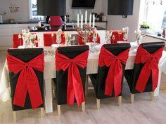Christmas Decorations Dinner Table, Christmas Chair, Red And Gold Christmas Tree, Christmas Table Settings, Christmas Centerpieces, Decoration Table, Simple Christmas, Merry Christmas, Christmas Holidays