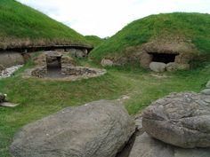 boyne valley ireland | The Brugh na Bóinne (Boyne Valley) of Ireland has several large ...