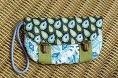 Housse téléphone rembourrée avec dragonne et 2 poches : Etuis portables par mambo-kiwi
