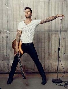 ギターを持つ姿も素敵なアダム・レヴィーン☆マルーン5のボーカル アダム